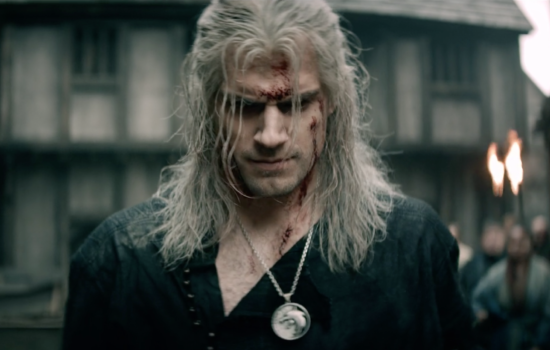 Geralt de Riv entrant dans Blaviken